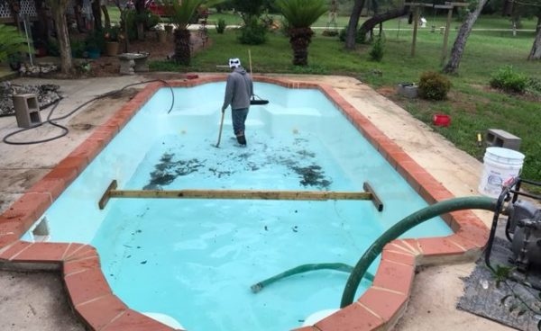 Before-San-Antonio-Fiberglass-Pool-Remodeling-640x392