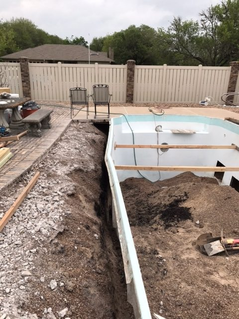 3 Before Cuero, Texas Fiberglass Pool Remodeling