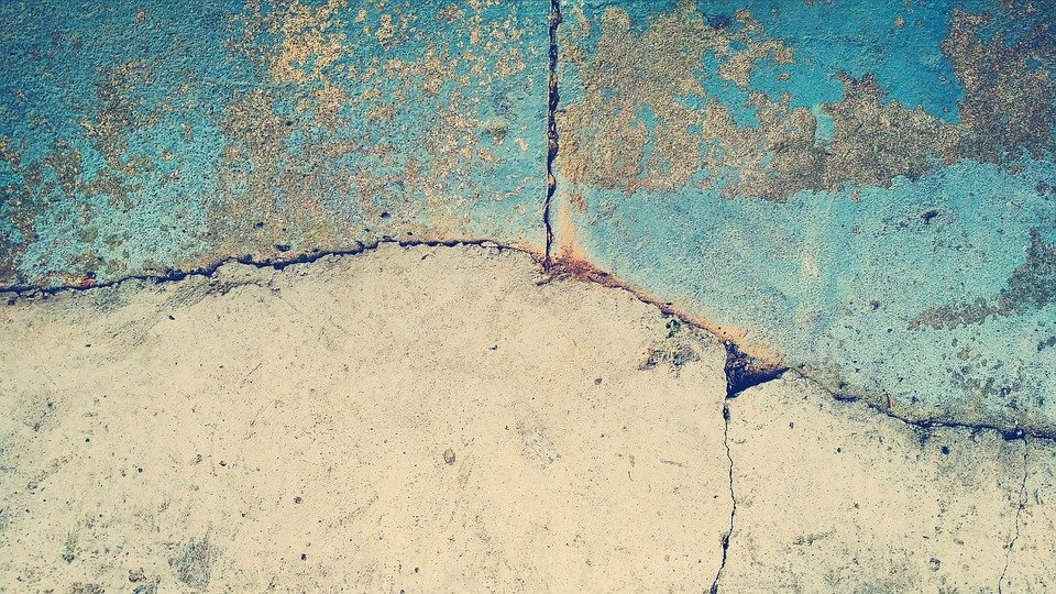 Crack in concrete pool
